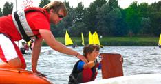 Leer een gekapseisde boot rechttrekken